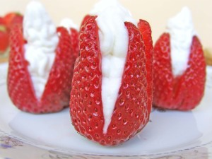 Strawberries filled with creamy cheesecake mixture.  #strawberries