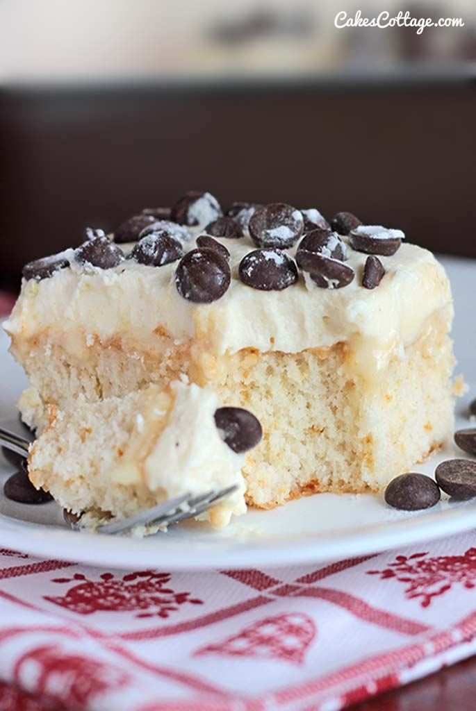 Do you like poke cakes? Try this white cake soaked in sweetened condensed milk and topped with an Ah-Mazing cannoli filling. #pokecake #cannoli