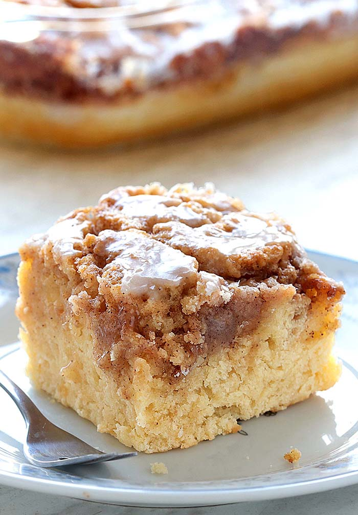 Easy cinnamon roll coffee cake cakescottage cinnamon cg forumfinder Image collections