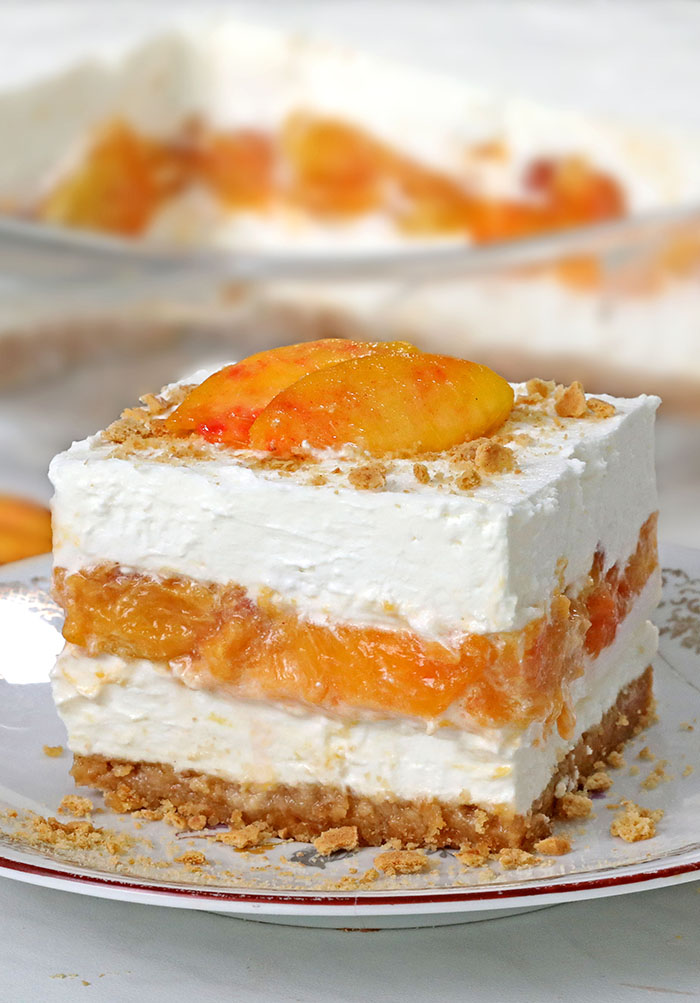 Quick, Easy & No Bake Peaches and Cream Dessert! A refreshing summer dessert to take to a potluck, family reunion, and any other occasion.